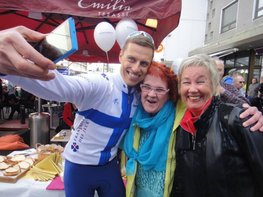 Ja totta kai selfiet olivat myös Hämeenlinnassa haluttua tavaraa Alexin kanssa.