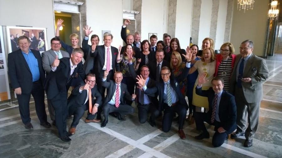Kokoomuksen eduskuntaryhmä toivottaa iloista vappua kaikille! Emme häpeä olla innostuneita!