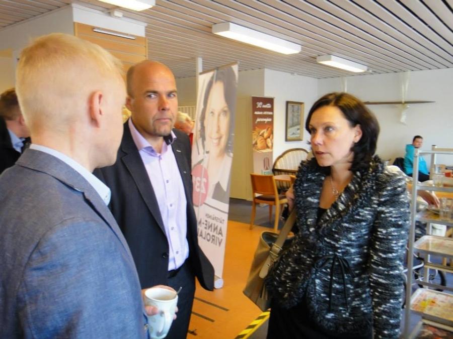 Mika Penttilän ja Anne-Mari Virolaisen kanssa Forssassa. Mikasta toivottavasti vielä joskus tulee myös kansanedustaja. Sen hän ehdottomasti ansaitsisi.
