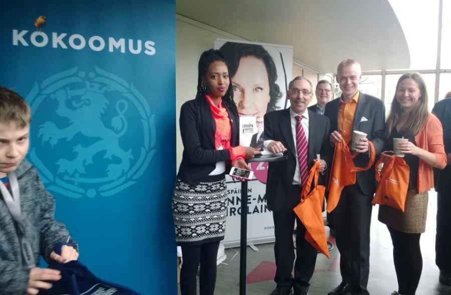 Eurooppapäivää viettämässä Lasipalatsin BioRexissä Ben Zyskowiczin, Ceyni Ujuni Ahmed ja Minja Timperi kanssa.