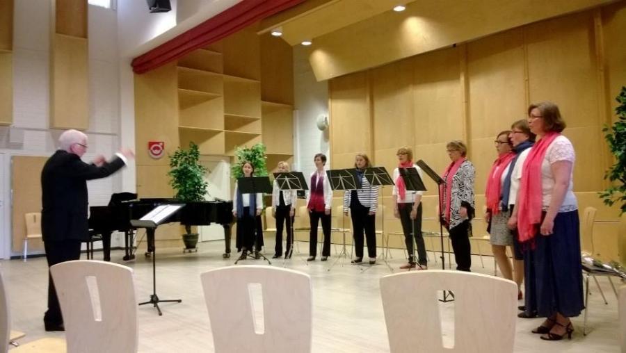 Ja tunnelmia Encoren Äitienpäivän konsertista Kehtolauluja iltaan.