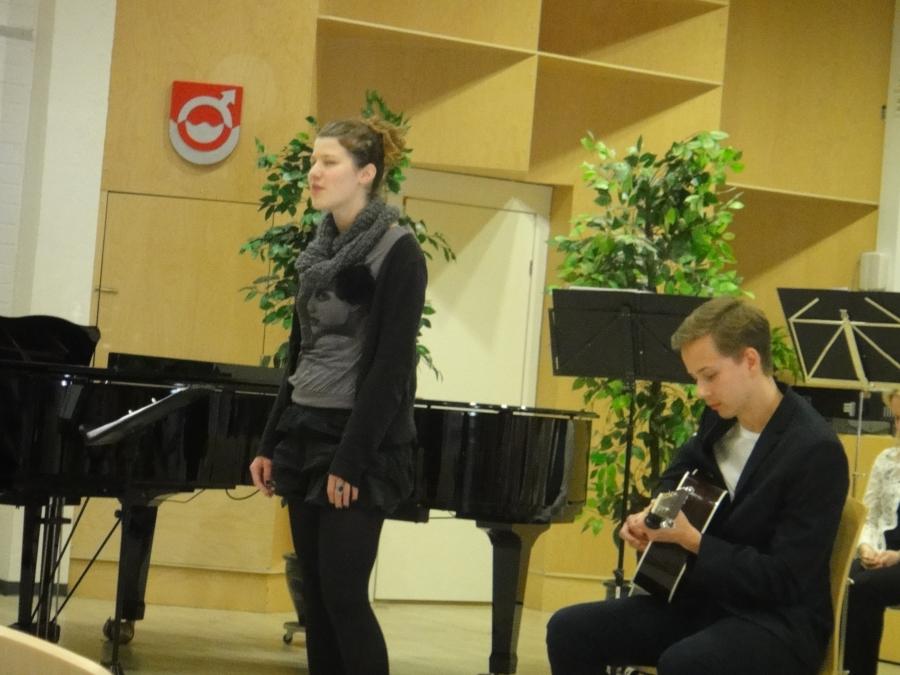 Tässä mahtavat nuoret Nanne Pyrhönen ja Kalle Auri ja kaunis Adelina.