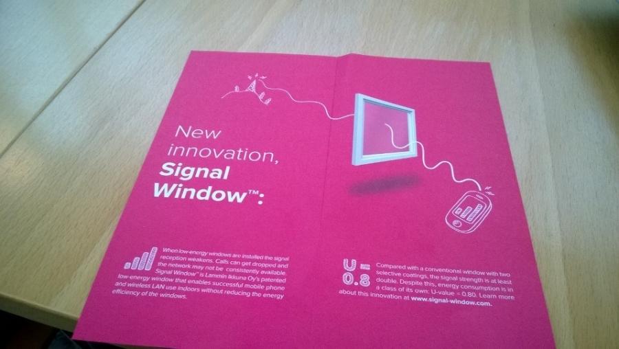 Ja Lammin Ikkunat tekee koko ajan myös uutta tutkimustyötä ja kehitystyötä ikkunoiden parissa. Itse sain aikanaan vuonna 2008 julkistaa firman Eko-Watti ikkunan mikä oli vuosikausia ainoa markkinoilla ollut A++ -ikkuna eli parhaan energialuokan ikkuna. Tässä esite uudesta Signal Window -ikkunoista jotka siis tehty energiatehokkaiksi mutta niin, että myös langaton nettiyhteys toimii pätkimättä.