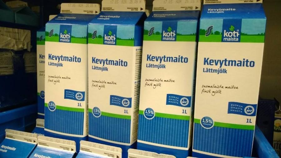 Ja suomalaista maitoa myös tässä kaupan omalta merkiltä. Meillä toki juodaan Valiota kun siellä kummilehmänikin Huipun huippumaito pannaan purkkiin.