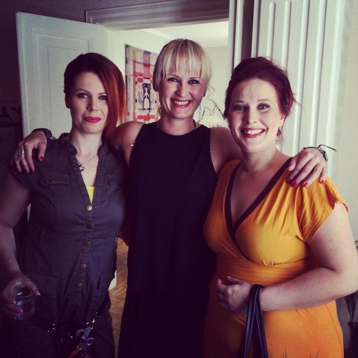Ja Lopen tyttöjä malleina. Marja Anttila, Saija Grönholm ja Kirsi Tulkki olivat upeita päivän muotinäytöksissä. Mahtavia persoonia kaikki.