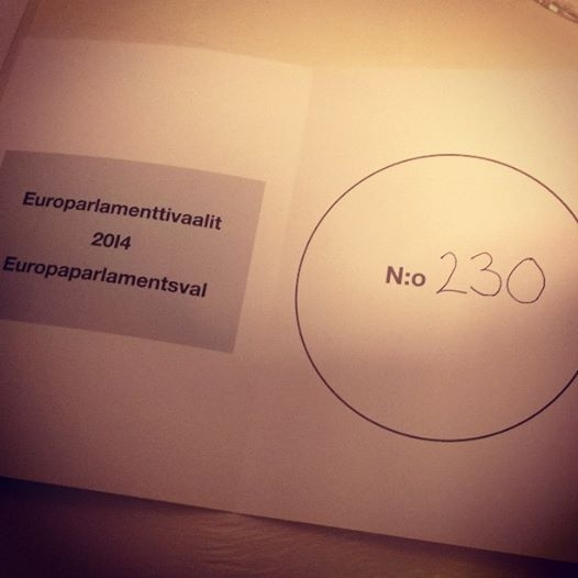 Ja äänestys siis tänään hieman vilkkaampaan kuin viisi vuotta sitten. Mutta vain hieman. Onneksi hyvä vaalitulos Suomestakin ja Kokoomus jälleen suurin puolue. Kuvituskuva :)