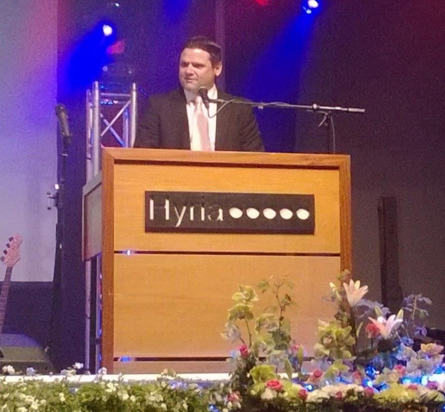 Rehtori Jarno Tuimala Hyrian juhlissa. Jarnon kanssa olen saanut tehdä pitkään yhteistyötä ja sen jäljet alkaa pikku hiljaa näkyä eri jutuissakin. Mainio ja osaava rehtori ja toimitusjohtaja.