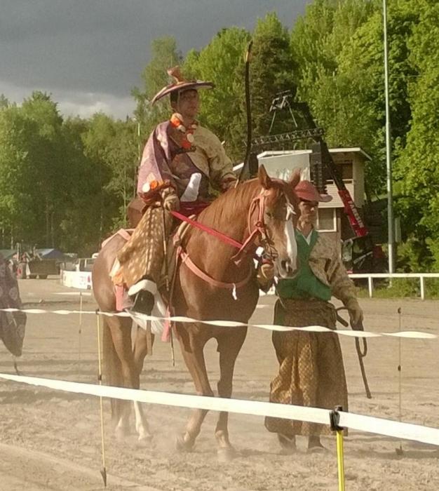 Ja tunnelmaa siis riitti ja hienoa muuten sekin, että katsomoissa poikkeuksellisen paljon miehiä hevostapahtumaan.