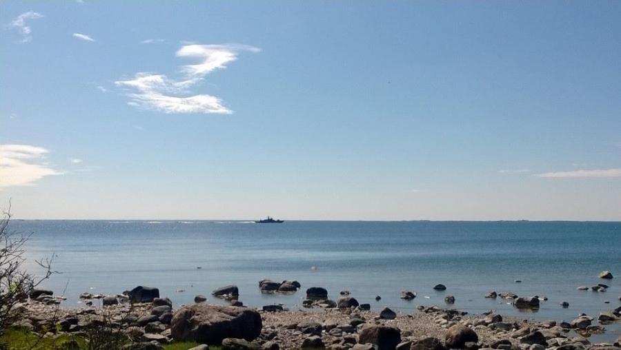 Hamina-laiva Itämerellä Örön länsipuolella. Maisemaa siis Örön saarelta länteen. Upeaa.
