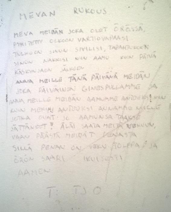 Örön 12 tuuman kasarmin muistoja. Kukahan tämän kirjoittanut? Voisiko Iltalehti tai Iltasanomat selvittää? Ja toivottavasti jää osaksi paikan historiaa seinään.