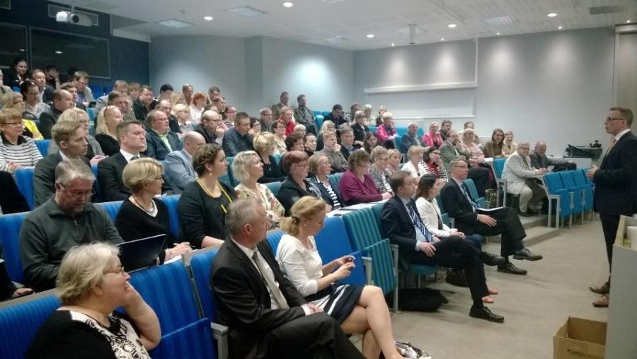 Hämeenlinnan Wetterhoffin auditorio oli täynnä kun varapuheenjohtajakiertue jatkui ennen piirikokoustamme.