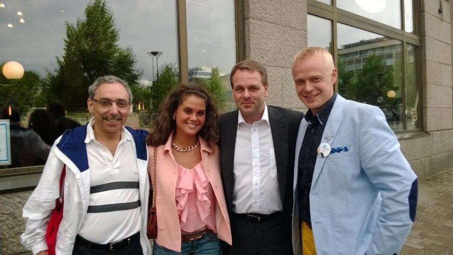 Ja sitten tunnelmia Hämeenlinnasta Jan Vapaavuoren Puheenjohtajakiertueelta. Tässä yhteiskuvassa Jannen kanssa Derya Özgünin ja Ben Zyskowiczin kanssa.