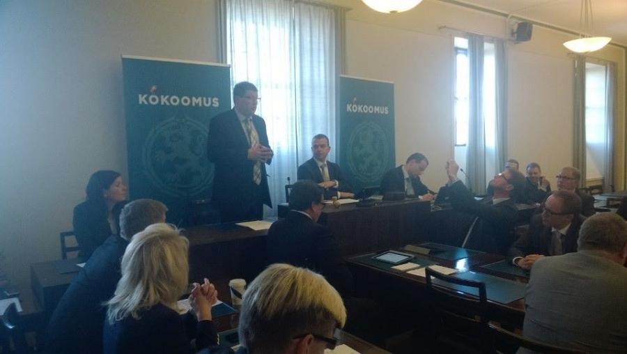 Arto Satonen valittiin Kokoomuksen eduskuntaryhmän puheenjohtajaksi.