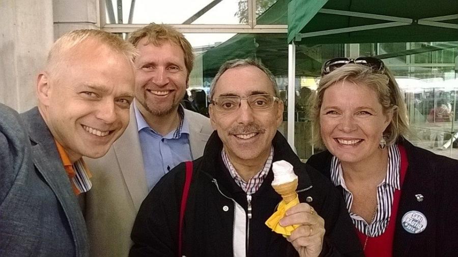 Ja uuden puheenjohtajamme aikana pitää aina ottaa myös se #Stubbie eli omakuva reilulla hymyllä. Kuvassa kanssani Sari Rautio, Ben Zyskowicz ja Tuomo Riihilahti. Kaikki muuten ehdolla keväällä 2015 eduskuntavaaleissakin.