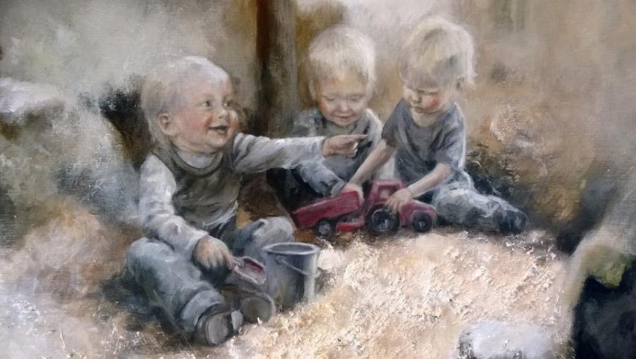 Ja me kolme tässä. Minä siis vasemmalla ja sitten vanhin lapseni ja oikealla nuorin lapseni. Kaikki siis kuvassa yksivuotiaina.