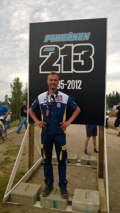 Ja tässä yksi upea urheilija! Antti Pyrhönen jonka ajajanumero 213 jäädytettiin tänään Hyvinkään Vauhtipuistossa.