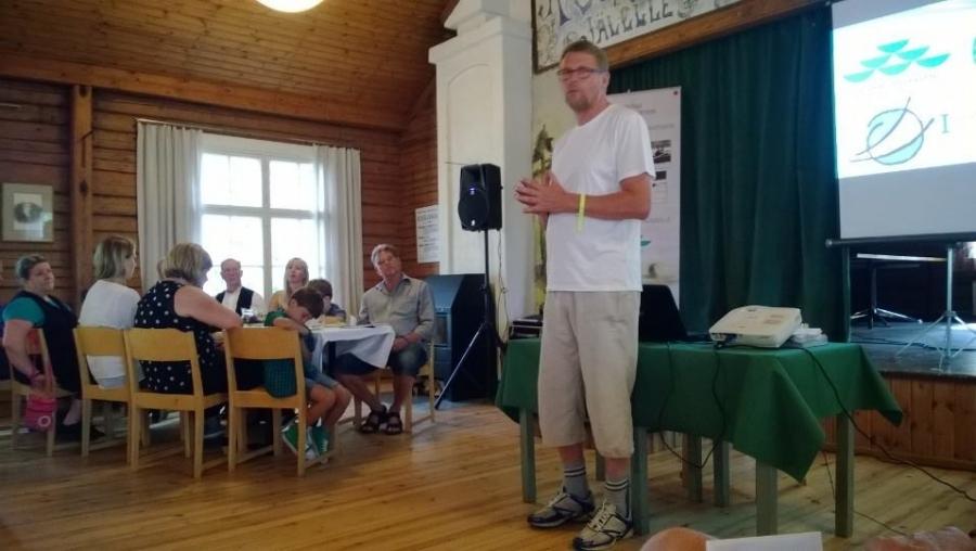 Matti Vanhanen vuoden 2014 pääsoutelijana. Aamun keskusteluissa vesistöjensuojelua lähellä ja kauempana. Itse puhuin maakuntatason vesistöjensuojelusta ja Vanhanen Itämeren suojelusta. Mutta itseasiassa se ketju on niin yhtenäinen, että kaikki omasta mökkirannasta lähtien vaikuttaa lähelle, mutta aina myös Itämereen asti. Tehdään siis pienistä ympäristöteoista iso puhdas virta.