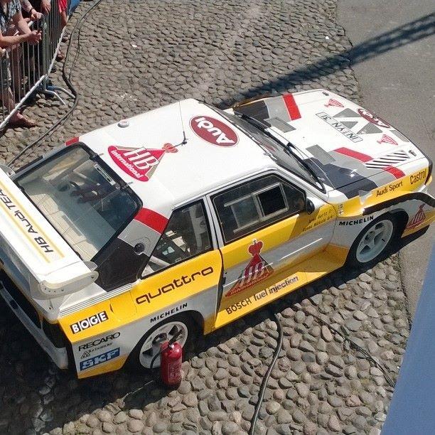 Audi quatro ja Neste Oil Rally Helsinki Battle. Hannu Mikkolan vuoden 1985 S1:llä ajoi Battlessa Juha Kankkunen. Ja se soundi historian kovissa ralliautossa. Ai ai...