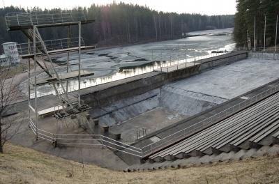 HämeWikin kuva kun paikka oli rapistunut useamman vuosikymmenen ennen remonttia.