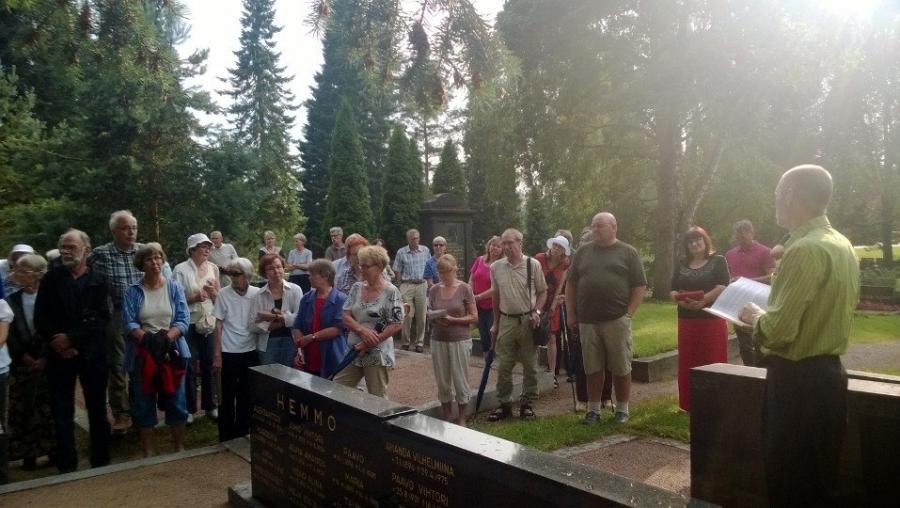 Lopen viikon Hautausmaakävelyllä kiersimme nimismiehien ja poliisien haudoilla. Oma Poliisi-Pappanikin, isänisäni, Juho Edvard Heinosen, hauta oli yksi paikoista.