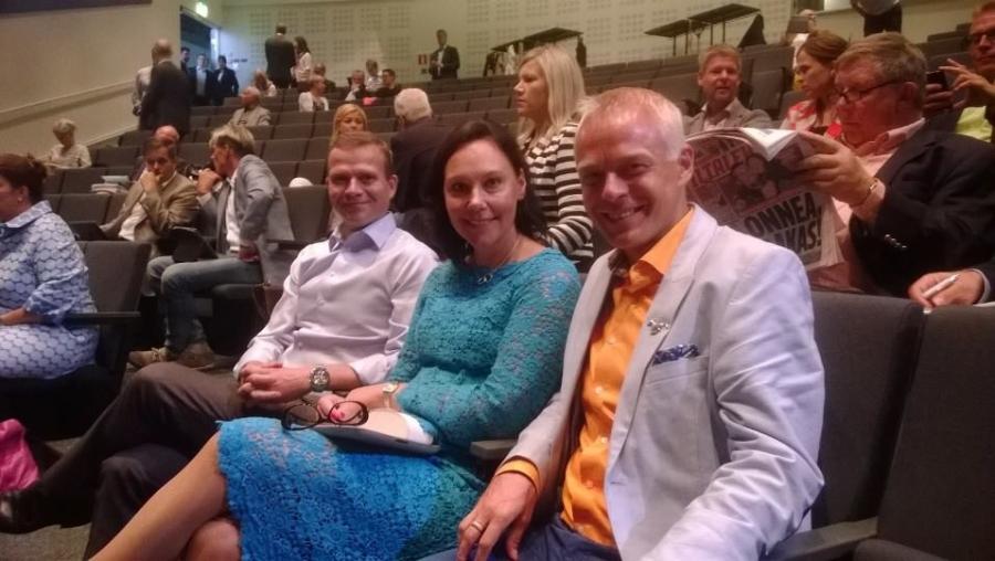 Kokoomuksen Kesäkokous jatkui Vantaalla. Petteri Orpon ja Anne-Mari Virolaisen kanssa valmiina.