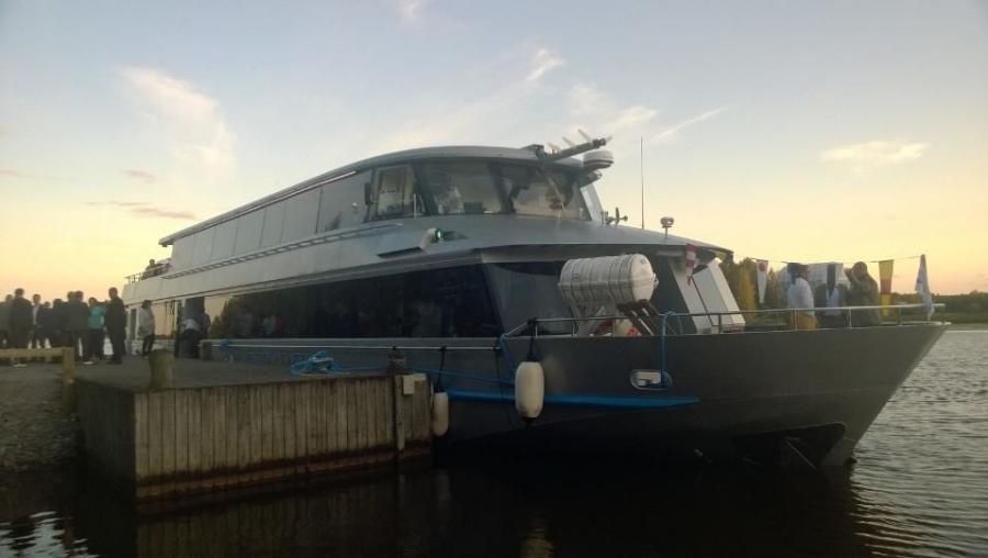 Ja tässä sitten yksi kova eiliseltä illalta. Yrittäjien Eloristeily tehtiin tällä kertaa Hopealinjan uudella laivalla m/s Silver Skylla. Hieno laiva ja upeita maisemia Vanajalla.