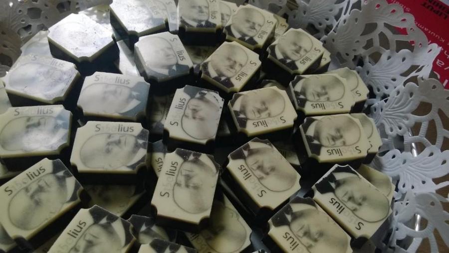Ja Sibeliuksella saa siis suunkin makeaksi :) Hämäläistä suklaata.
