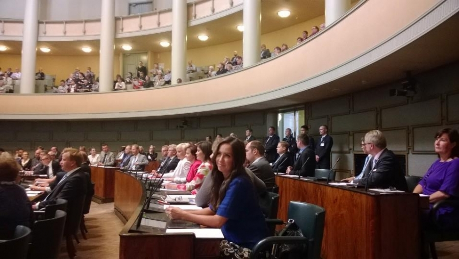 Tänään eduskunnassa aloitti joukko uusia kansanedustajia. Meillekin kaksi uutta Elina Lepomäki ja Mikael Palola.
