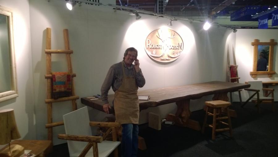 Robert Lappalainen on tunnettu nopeudestaan mutta myös käsientaidoistaan. Nyt mies tekee uniikkeja huonekaluja Robert Design nimellä Vihdissä puusepänvertaallaan.