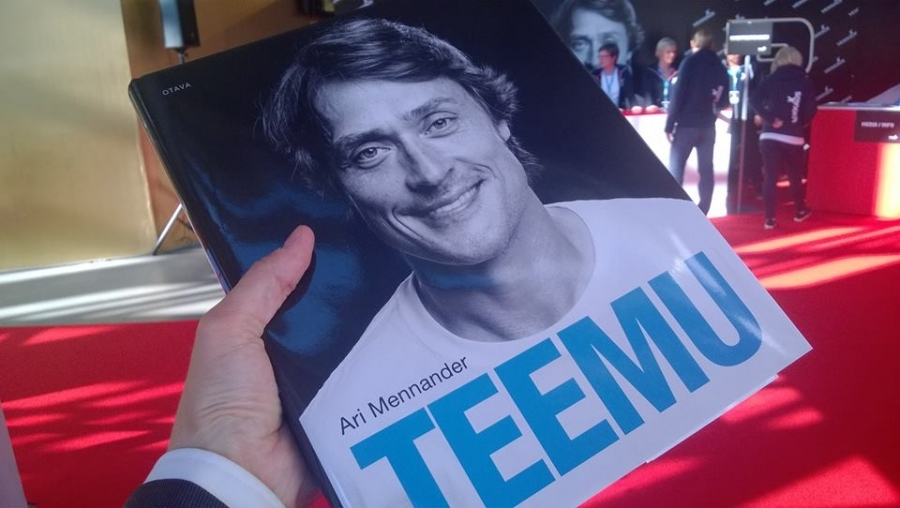 Teemu Selänne 8 - yli 450 ihmistä kirjan julkkareissakin. Legenda. Tänään siis lounastauko meni Teemu Selänteen kanssa Tennispalatsissa.