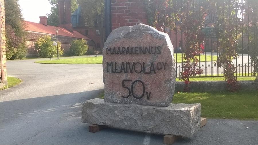 Ja ilta sitten tänään Vanajanlinnassa ystävän Ari Laivolan yrityksen Maarakennus M. Laivolan 50-vuotisjuhlissa. Ja samana vuonna myös mieskin syntyi. Tuplajuhlaan siis aihetta.
