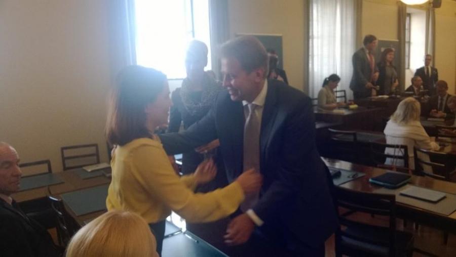 Meidän Hämeen Sanni Grahn-Laasosesta tulee uusi ympäristöministeri. Sanni on Alexin luottohenkilö ja valinta näin odotettu ja itsestään selvä. Tässä Sannia onnittelemassa Harri Jaskari.