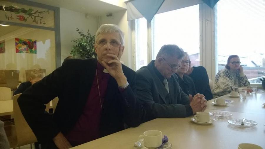 Piispantarkastus Lopella tänä viikonloppuna. Nyt seurakuntaväen ja piispa Matti Repon kahvit ja keskustelut siitä millainen oman seurakunnan tulisi olla ja mitä tarjota? Mitä uutta tai perinteikästä seurakunta voisi tarjota? Ideoita voitte heittää muualtakin ympäri Suomen.