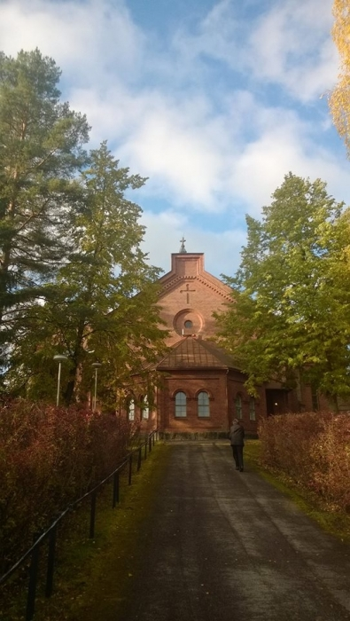 Ja tämä kuva sitten jo tältä aamulta... Eli ihan tuoretta Loppea. Piispa Matti Repo toimitti tänään Jumalanpalveluksen Lopen kirkossa. Piispantarkastukselle hieno päätös ja suuri kirkkomme lähes täynnä.