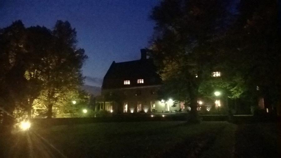 Upeassa Vanajanlinnassa siis eilen. Historian jalanjäljillä aikaan kun talo oli vasta valmistunut. Eli Metsästysmajaksi tämäkin upea linna aikanaan rakennettiin.
