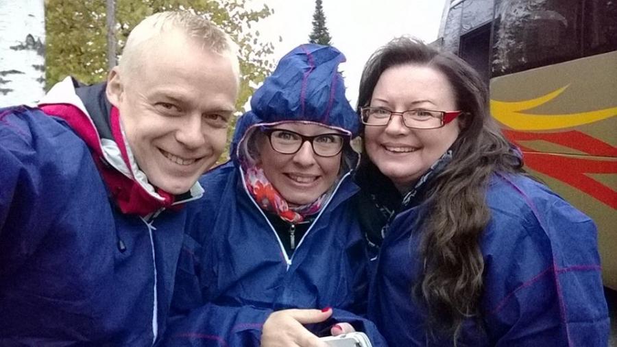 Ja tässä tilavierailulla siis iskuryhmämme Aino-Kaisa Pekonen ja Anne Louhelainen kanssani.