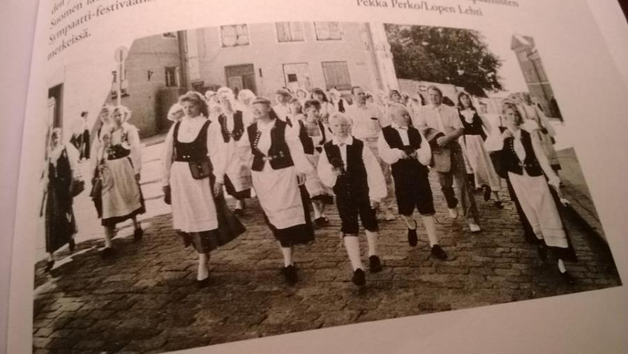 Ja muutamia poimintoja myös minista kuorolaisena. Tuossa meikäpoika Tallinnan Laulujuhlilla. Vasemmalla vieressäni kaverini Janne Leander.