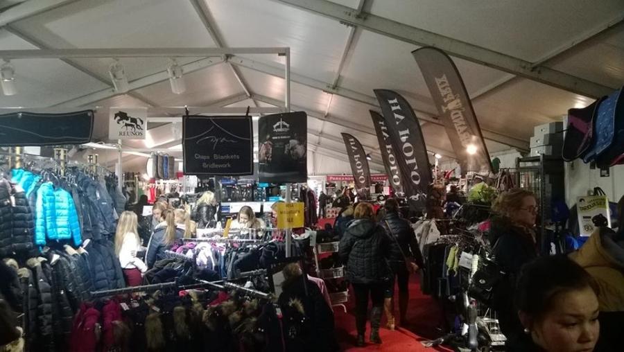 Ja expo-alue myös laaja kun myynti on keskitetty suuriin lämmitettyihin telttahalleihin. Toimii.