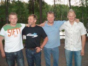 Mestarit Safarilla: Samuli Aro (neljä maailmanmestaruutta), Heikki Mikkola (neljä maailmanmestaruutta), Kari Tiainen (seitsemän maailmanmestaruutta) ja Marko Tarkkala