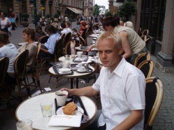 Kaunis kesäpäivä Helsingissä. Työpäivän jälkeen poikkesin kahville Strindbergille. Takuuvarmaa herkkua :)