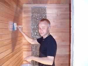 Uuden kerrostaloasuntomme sauna alkaa pikkuhiljaa valmistua. Tänään seiniin saunasuojaa ja pian saadaan löylyä :)