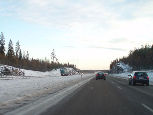 Etelä-Hämeen tienhoidossa on ollut tänä talvena suurta toivomisen varaa. Moottoritiekin oli pitkään uskomattoman vaarallisessa kunnossa ja pienemmät tiet esimerkiksi Rengossa ja Lopella ovat edelleen vaarallisessa kunnossa.