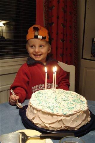 Serkkuni poika Roope täytti makeat kolme vuotta! Samalla 6.12. juhlittiin myös isoveljen Henrin syntymäpäiviä