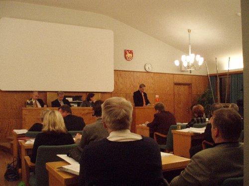 Riihimäen Kaupunginvaltuusto käsitteli vuoden 2007 budjettia tänään. Olin vähän niin kuin opiksi tai uteliaisuuttani paikalla. Meillä vastaava kokous edessä ensi maanantaina.