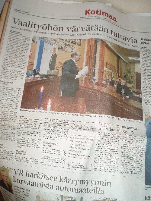 Hämeen Sanomissa 18.12.2006 upea juttu eduskuntavaalikampanjoista. Meidän kampanjamme jutun ykkösaiheena ja lisäksi Hausjärven Vaalistartista upea lähes puolen sivu nelivälikuva.