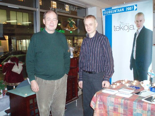 Kampanjamme kummisetä Iiro poikkesi nimipäiväglögille Cafe Heinoseen tänään Riihimäellä mökkireissullaan. Iirosta muuten tulee taas ensi vuonna hämäläinen.