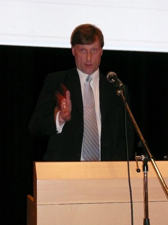 Kansanedustaja ja puolueemme varapuheenjohtaja Jari Koskinen kertoi hallitusneuvotteluista ja vaalien jälkitunnelmista Parolassa Hämeen Kokoomuksen piirin kevätkokouksessa.