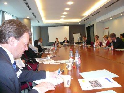 Eduskunnan uusia kansanedustajakollegoitani Brysselissä Eu-parlamentissä. Kuultavana ja haastateltava Eu-parlamentaarikkojamme. Edessä vasemmalla uusista kansanedustajistamme Mäkelän Jukka.