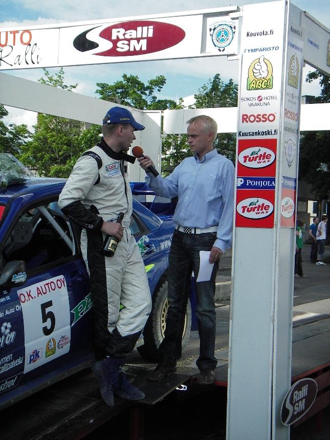 Entinen työni rallien parissa on nyt enemmänkin harrastus, mutta rakas ja tärkeä sellainen. Oli mukava jälleen olla mikrofonin varressa. Tässä haastattelussa Subarun WRC:llä kilpailuun osallistunut Jouni Ampuja.