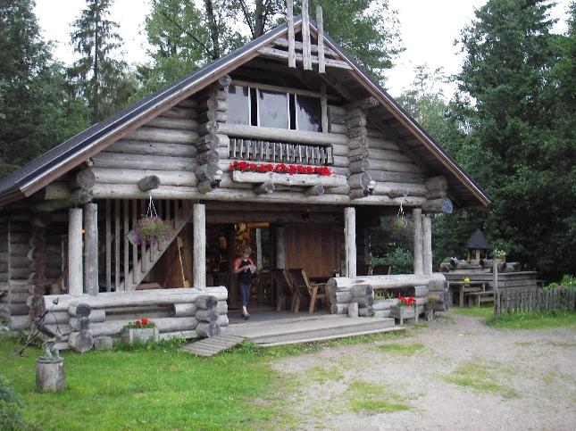 Kantatie 54:llä Riihimäki Forssa välillä Lopella sijaitsee suosittu Kalamyllyn ravintola-kahvio. Tarjolla lohta, lohen ongintaa ja nyt uuden isäntäväen toimesta myös menneiden vuosisatojen ja tuhansien tapaan tehtyjä käsitöitä ja taidettakin. Ehdottomasti poikkeamisen arvoinen kohde kauempaakin.